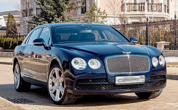 Bentley Flying Spur V8 вид спереди